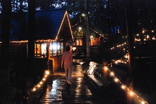 Feel the magic and romance as you take a night stroll through Ningle Terrace that is illuminated in winter. Photo by Eric / CC BY 2.0
