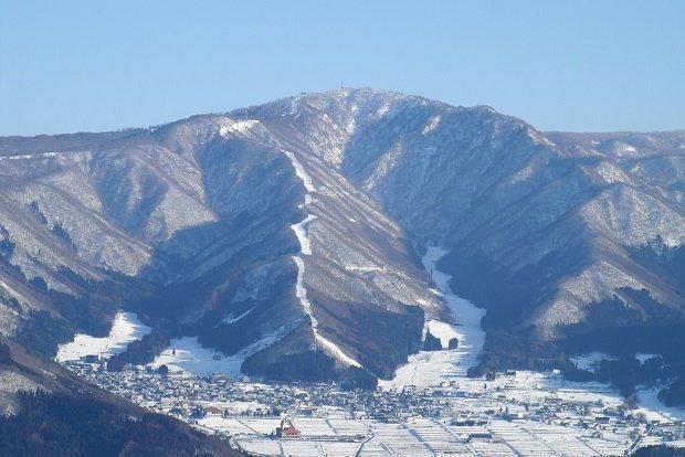 A rustic onsen village sits at the foot of the ski slopes at Nozawa Onsen. Photo by Hideyuki KAMON / CC BY-SA 2.0